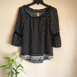 Black & White Boho Lace Sleeve Top Sz 12-14